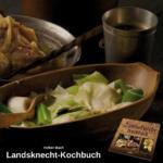 Gekochter Lauch mit Milch in einer Holzschale, dahinter ein Stahlbecher und eine Schüssel mit Löffel; unten Werbung für das Landsknecht-Kochbuch